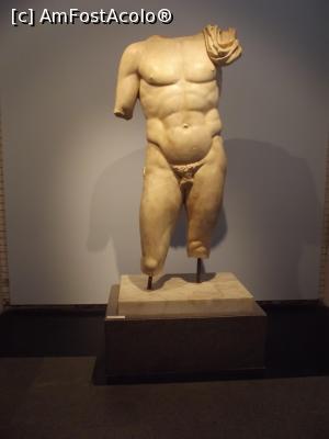 "P45 <small>[JUN-2018]</small> Statuie excavată din Băile lui Hadrian » foto by irinad  -  <span class=""allrVoted glyphicon glyphicon-heart hidden"" id=""av1026188""></span> <a class=""m-l-10 hidden"" id=""sv1026188"" onclick=""voting_Foto_DelVot(,1026188,0)"" role=""button"">șterge vot <span class=""glyphicon glyphicon-remove""></span></a> <a id=""v91026188"" class="" c-red""  onclick=""voting_Foto_SetVot(1026188)"" role=""button""><span class=""glyphicon glyphicon-heart-empty""></span> <b>LIKE</b> = Votează poza</a> <img class=""hidden""  id=""f1026188W9"" src=""/imagini/loader.gif"" border=""0"" /><span class=""AjErrMes hidden"" id=""e1026188ErM""></span>"