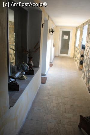 """P19 <small>[AUG-2020]</small> Dubova, Casa de Oaspeți """"Dunărea la Cazane"""", Holul spre bucătăria aflată la capătul lui și alte două camere în stânga » foto by mprofeanu  -  <span class=""""allrVoted glyphicon glyphicon-heart hidden"""" id=""""av1192290""""></span> <a class=""""m-l-10 hidden"""" id=""""sv1192290"""" onclick=""""voting_Foto_DelVot(,1192290,0)"""" role=""""button"""">șterge vot <span class=""""glyphicon glyphicon-remove""""></span></a> <a id=""""v91192290"""" class="""" c-red""""  onclick=""""voting_Foto_SetVot(1192290)"""" role=""""button""""><span class=""""glyphicon glyphicon-heart-empty""""></span> <b>LIKE</b> = Votează poza</a> <img class=""""hidden""""  id=""""f1192290W9"""" src=""""/imagini/loader.gif"""" border=""""0"""" /><span class=""""AjErrMes hidden"""" id=""""e1192290ErM""""></span>"""