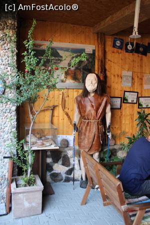 """P28 <small>[AUG-2020]</small> Dubova, Casa de Oaspeți """"Dunărea la Cazane"""", Terasa de la intrarea în curte și colțul Asociației Dunărea la Cazane » foto by mprofeanu  -  <span class=""""allrVoted glyphicon glyphicon-heart hidden"""" id=""""av1192299""""></span> <a class=""""m-l-10 hidden"""" id=""""sv1192299"""" onclick=""""voting_Foto_DelVot(,1192299,0)"""" role=""""button"""">șterge vot <span class=""""glyphicon glyphicon-remove""""></span></a> <a id=""""v91192299"""" class="""" c-red""""  onclick=""""voting_Foto_SetVot(1192299)"""" role=""""button""""><span class=""""glyphicon glyphicon-heart-empty""""></span> <b>LIKE</b> = Votează poza</a> <img class=""""hidden""""  id=""""f1192299W9"""" src=""""/imagini/loader.gif"""" border=""""0"""" /><span class=""""AjErrMes hidden"""" id=""""e1192299ErM""""></span>"""