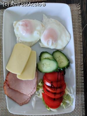 "P24 <small>[DEC-2020]</small> Restaurant Vila Alpin din Straja, Jud. Hunedoara, Micul dejun » foto by Dana2008  -  <span class=""allrVoted glyphicon glyphicon-heart hidden"" id=""av1211800""></span> <a class=""m-l-10 hidden"" id=""sv1211800"" onclick=""voting_Foto_DelVot(,1211800,0)"" role=""button"">șterge vot <span class=""glyphicon glyphicon-remove""></span></a> <a id=""v91211800"" class="" c-red""  onclick=""voting_Foto_SetVot(1211800)"" role=""button""><span class=""glyphicon glyphicon-heart-empty""></span> <b>LIKE</b> = Votează poza</a> <img class=""hidden""  id=""f1211800W9"" src=""/imagini/loader.gif"" border=""0"" /><span class=""AjErrMes hidden"" id=""e1211800ErM""></span>"